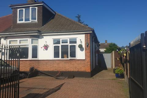 4 bedroom semi-detached bungalow for sale - Waverly Gardens , Grays.  RM16