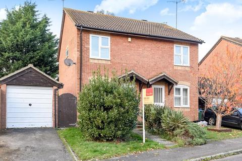2 bedroom semi-detached house - Ravensbourne Road,  Aylesbury,  HP21