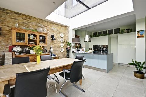 5 bedroom semi-detached house for sale - Kent Gardens, Ealing, London