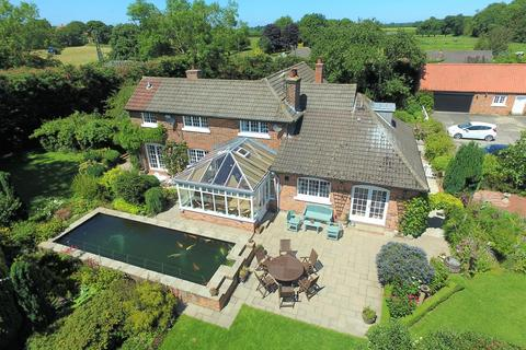 5 bedroom detached house for sale - Main Road, Wyton, Hull