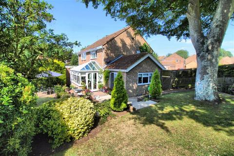 3 bedroom semi-detached house for sale - Barn Close, Seaford, East Sussex