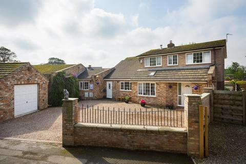 4 bedroom link detached house for sale - The Village, Haxby, York, YO32 2JH