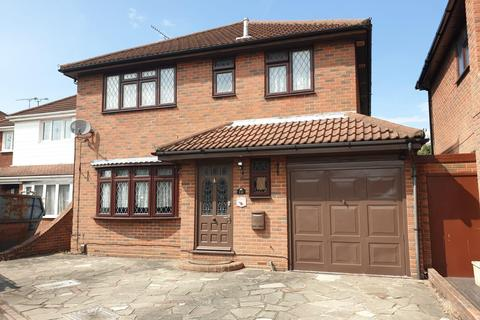4 bedroom house for sale - Primrose Close, Canvey Island