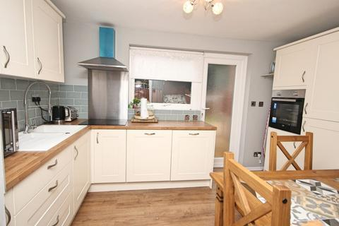 3 bedroom semi-detached house for sale - Villiers Place, Boreham