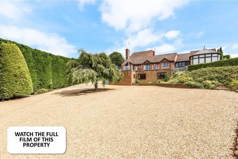5 bedroom detached house for sale - Bishops Close, Blackborough End