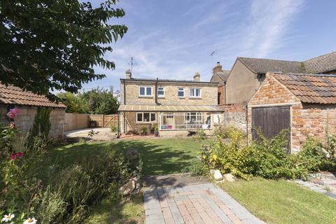 4 bedroom detached house for sale - Evesham Road, Bishops Cleeve, Cheltenham GL52 8SA