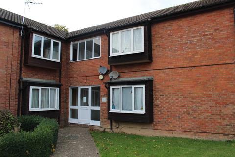 Studio to rent - Conway Close, Houghton Regis, Dunstable