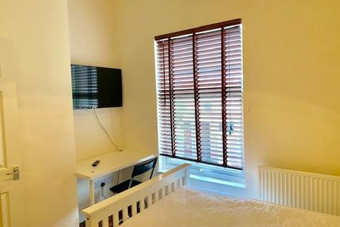 3 bedroom terraced house to rent - 3 Ensuite Bedroom Student house