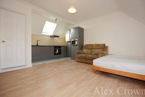 Studio to rent - Ordnance Road, Enfield