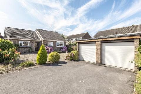 2 bedroom detached bungalow for sale - De Montfort Grove, Hungerford, RG17