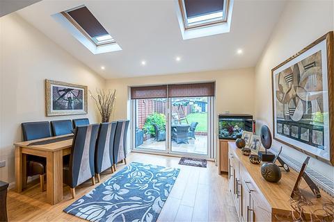 2 bedroom terraced house for sale - St Phillips Ave, WORCESTER PARK, Surrey, KT4 8LA