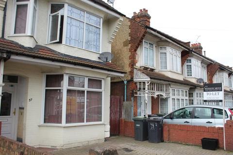 Studio to rent - Biscot Road, Luton LU3