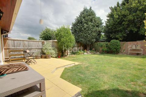 3 bedroom semi-detached house for sale - EASTWICK ROAD, TAUNTON