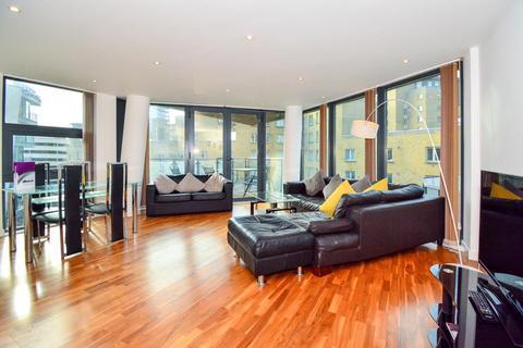 2 bedroom flat to rent - Manilla Street, London, E14