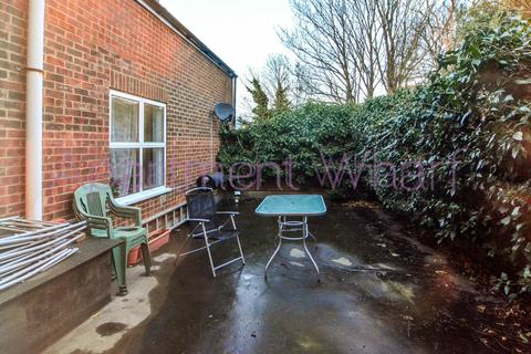 1 bedroom flat share to rent - A st Floor     -  Englefield Road, London, N1