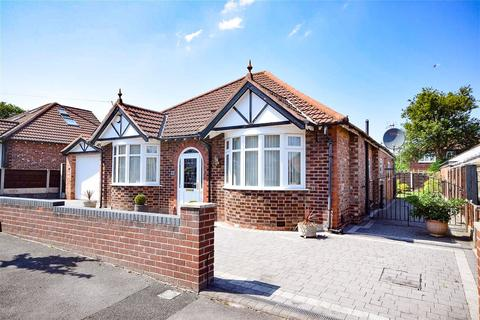3 bedroom detached bungalow for sale - Malvern Avenue, Gatley