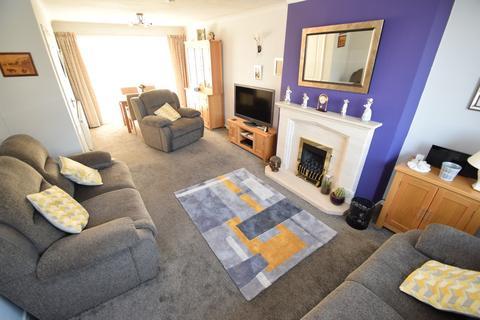 3 bedroom semi-detached house for sale - Nab Wood Road, Shipley