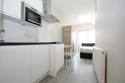 Studio to rent - Sunningdale Avenue, London
