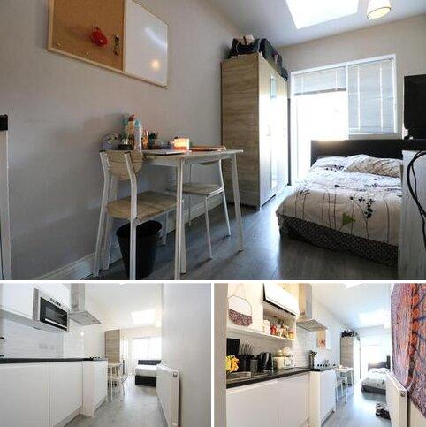 Studio to rent - Sunningdale Avenue, London