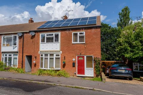 4 bedroom end of terrace house for sale - Takely Ride, Basildon, SS16