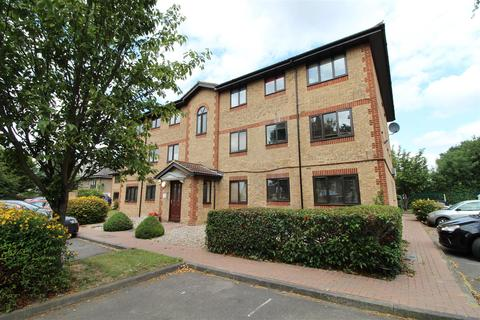 2 bedroom flat for sale - Hutchins Close, Hornchurch