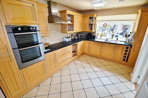 4 bedroom semi-detached house for sale - Peel Green Road, Eccles