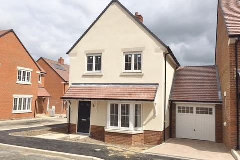 3 bedroom detached house for sale - Princes Risborough - Visit Goodearl Place today!