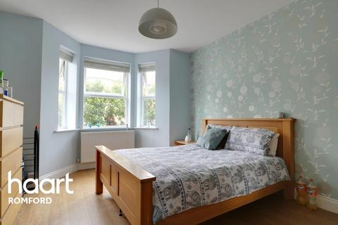 4 bedroom end of terrace house for sale - Craigdale Road, Hornchurch, RM11