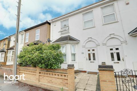 4 bedroom end of terrace house for sale - Craigdale Road, Hornchurch