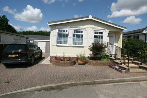 2 bedroom park home for sale - Yew Tree Lodge, Yew Tree Country Park, Ashford Road, Charing TN27
