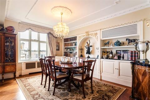 2 bedroom flat for sale - Chesterfield House, Chesterfield Gardens, Mayfair, London