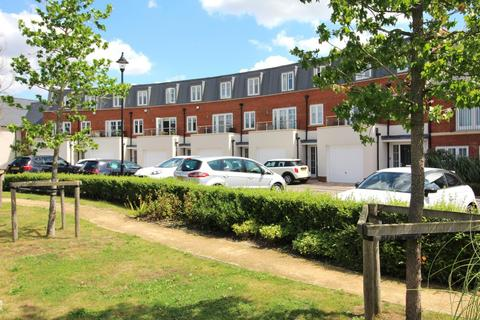 4 bedroom townhouse for sale - Rennoldson Green, Chelmsford, Essex, CM2