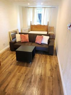 1 bedroom flat to rent - Windsor Avenue, Uxbridge, Middlesex, UB10