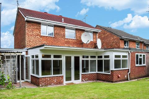 5 bedroom detached house to rent - The Grooms, Worth, Crawley
