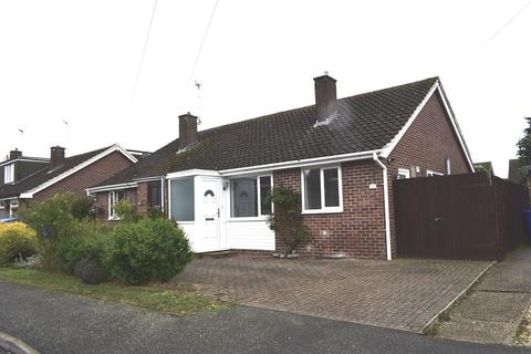 3 bedroom bungalow to rent - Priory Crescent, Roade, NN7 2NF