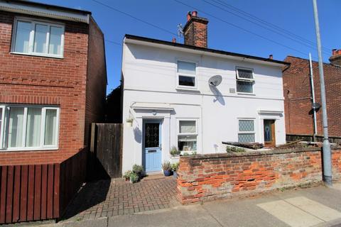 2 bedroom semi-detached house for sale - Nayland Road, Mile End, Colchester
