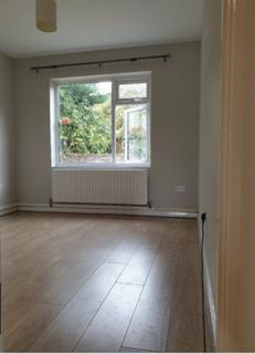 2 bedroom maisonette to rent - Cheviot close, Banstead, Surrey  SM7