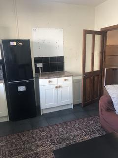 2 bedroom maisonette to rent - Brighton road, Coulsdon CR5