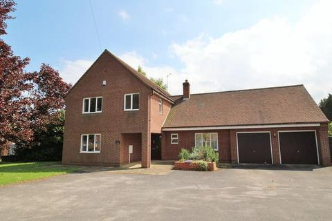 5 bedroom detached house for sale - Station Road, Willoughby