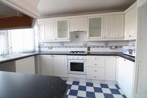 4 bedroom terraced house for sale - CHAIN FREE on Swasedale Road, Limbury