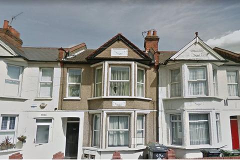 2 bedroom flat to rent - Two Bedroom, First Floor Flat - Erskine Road, E10 (£1,250pcm)
