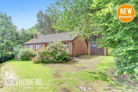 3 bedroom detached bungalow for sale - Fron Park Road, Holywell