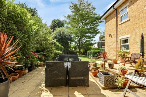 2 bedroom apartment for sale - Holywell Lodge, The Ridgeway, EN2