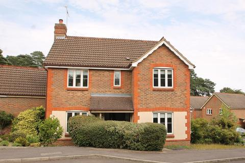 3 bedroom detached house for sale - Knights Way, Camberley, GU15
