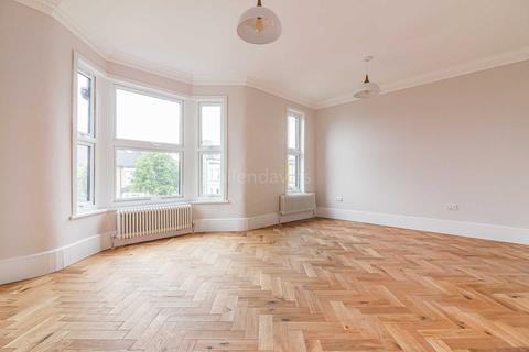 2 bedroom flat for sale - Bulwer Road, Leytonstone