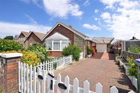 3 bedroom detached bungalow for sale - Tritton Gardens, Dymchurch, Kent