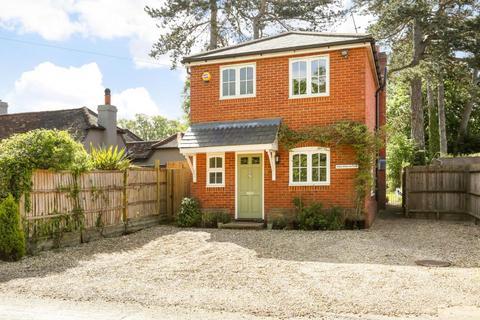 3 bedroom detached house to rent - Woodside Road, Winkfield
