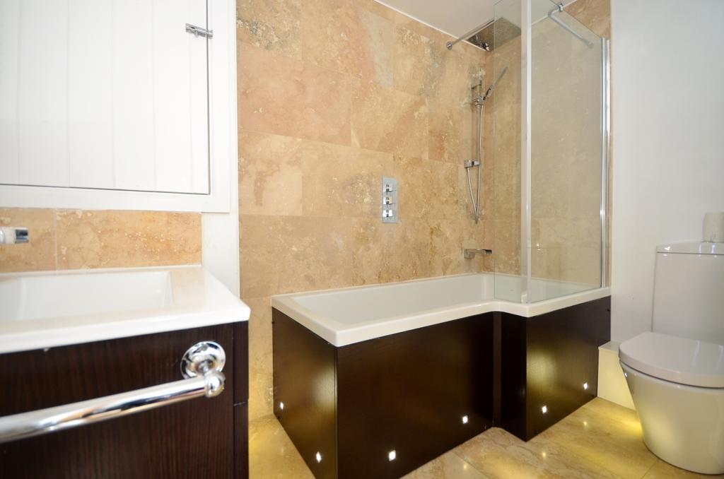 9013h9k9   bathro...