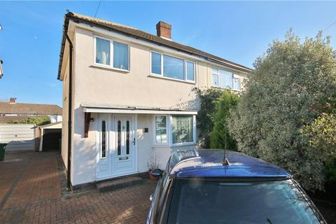 3 bedroom house to rent - The Glade, Staines, Middlesex, TW18