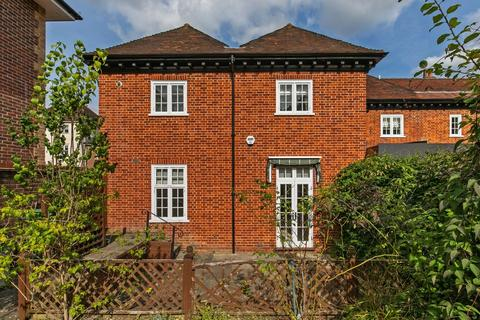 3 bedroom end of terrace house for sale - Weeke Manor House, Loyd Lindsay Square, Winchester, SO22